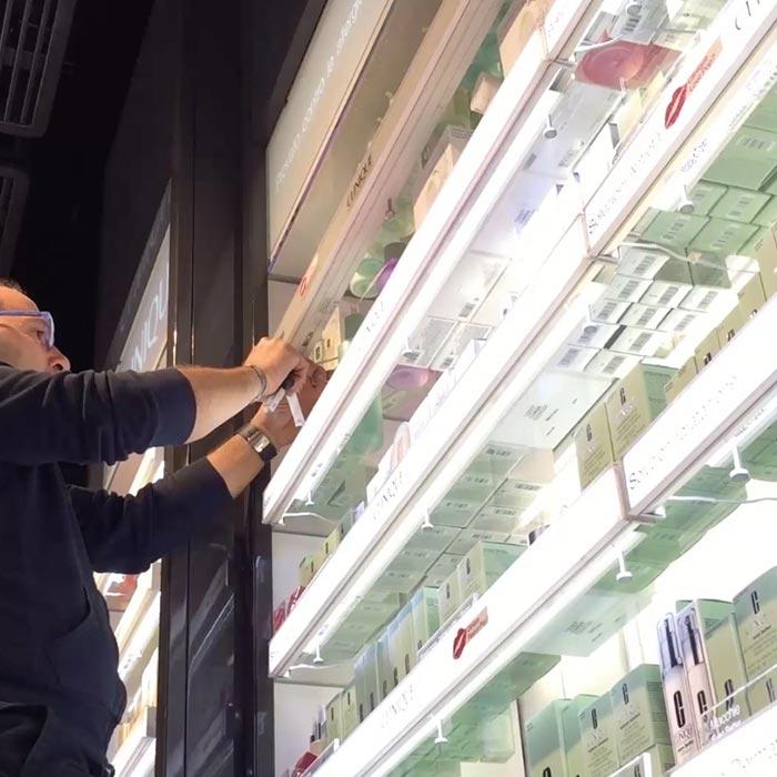 arredamenti per negozio manutenzione arredo negozi
